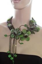 Колье из натуральных самоцветов, украшенное кристаллами. Артикул 12311