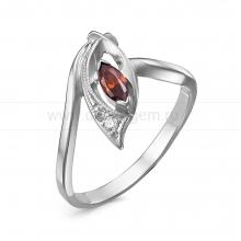 Кольцо из серебра 925 пробы, украшенное красными фианитами. Артикул 12565