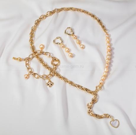 Комплект из бижутерного сплава с золотистыми жемчужинами 8-9 мм. Артикул 12680